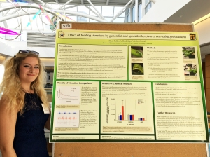 Lex presenting her poster about how plants respond to feeding vibrations from different herbivore species during Life Science Week 2017