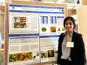 Shreya presenting her poster about the role of phytohormones in gall induction success during Life Science Week 2017